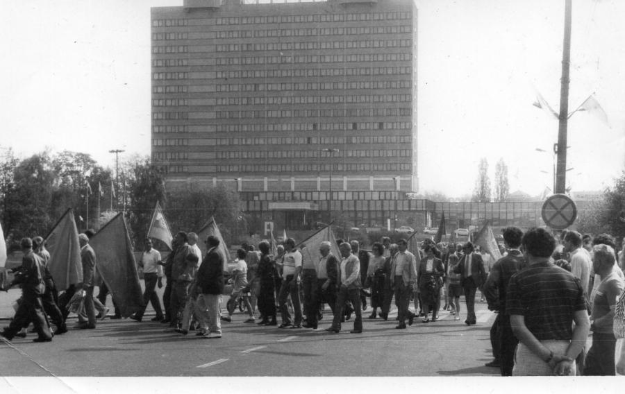 Pochód 1 Majowy w Pile w 1993 roku.