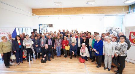 Seniorzy z Gniezna poznawali atrakcje powiatu pilskiego