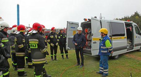 Strażacy szkoli się w zakresie zagrożeń ze strony prądu