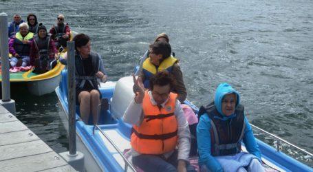 Seniorzy nad wodą