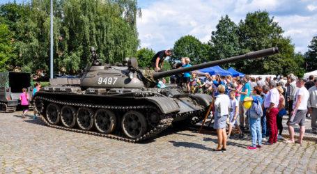 Piknik Militarny na pl. Zwycięstwa
