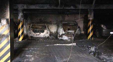 Spłonęło kilka aut. 120 osób ewakuowanych