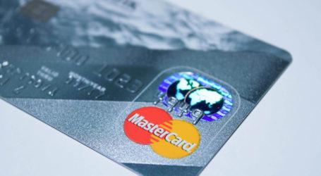 Kobiety ukradły kartę bankomatową, a kolega płacił nią za alkohol