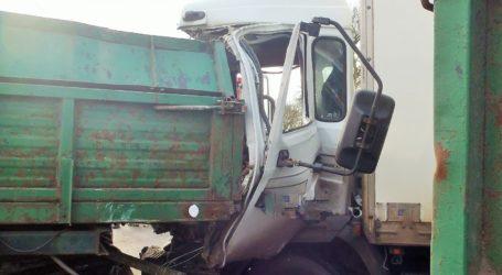 Wypadek ciągnika z samochodem ciężarowym