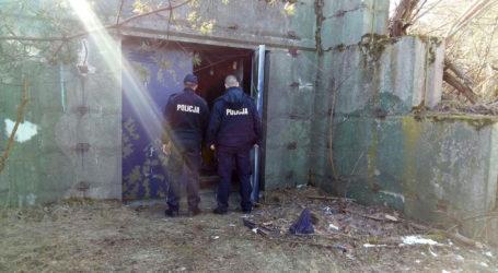 Policjanci pomagają bezdomnym
