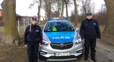 Policjanci wynieśli dwóch mężczyzn z pożaru