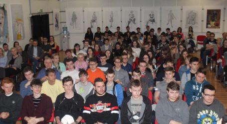 Spacerkiem po Sejmie z młodzieżą szkół średnich