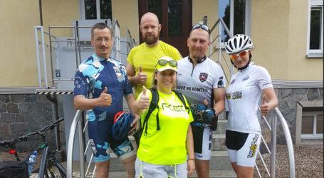 """Pilscy policjanci wzięli udział w akcji """"Mundur na rowerze – Mundurowi Mundurowym"""""""