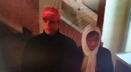 Rozpoznajesz tych mężczyzn? Oni obrzucili jajkami Pomnik Jana Pawła II