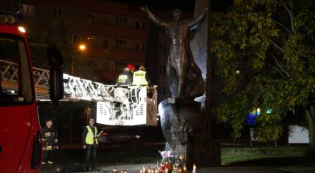 SZOK. Pomnik Świętego Jana Pawła II obrzucono jajkami