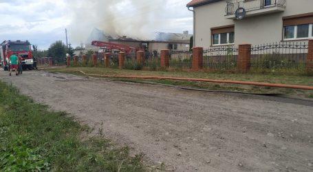 Pożar gasi 12 jednostek straży pożarnej