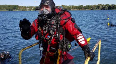 Strażacy nurkowali na głębokości 30 metrów