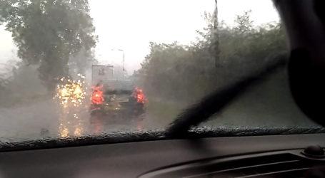 Rządowe Centrum Bezpieczeństwa ostrzega przed burzami i gradem