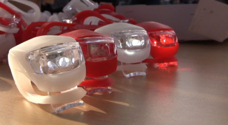 W Pile rozdano 1000 lamp ledowych na rowery