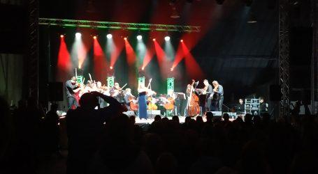 Niezwykły koncert w hangarze